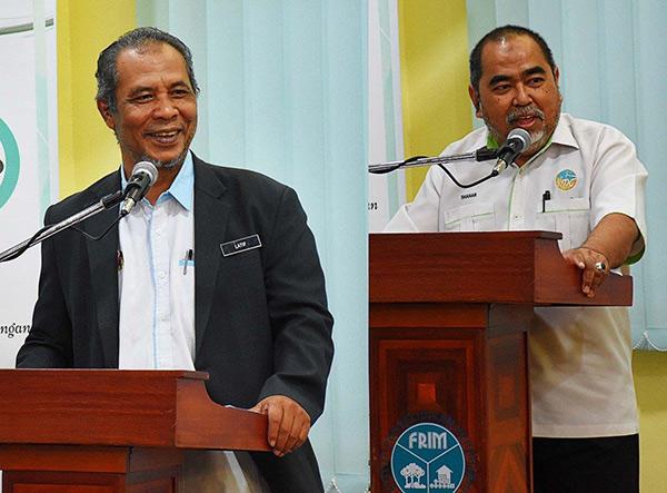 Abd Latif (kiri) dan Shahar Effendi berucap.
