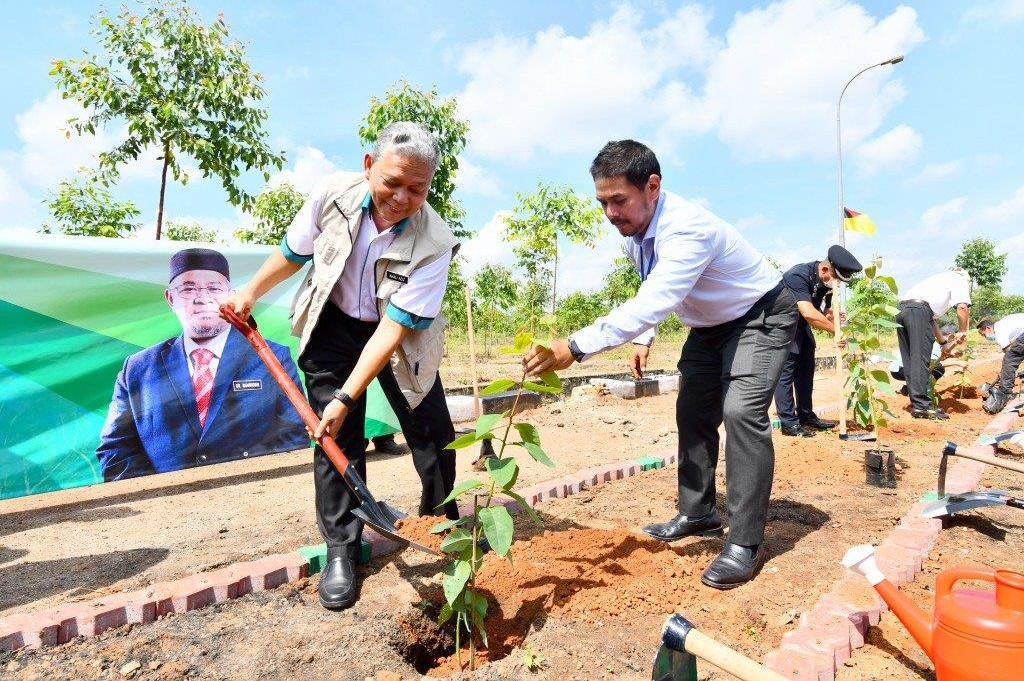 Menteri MPIC lancar Program Perladangan