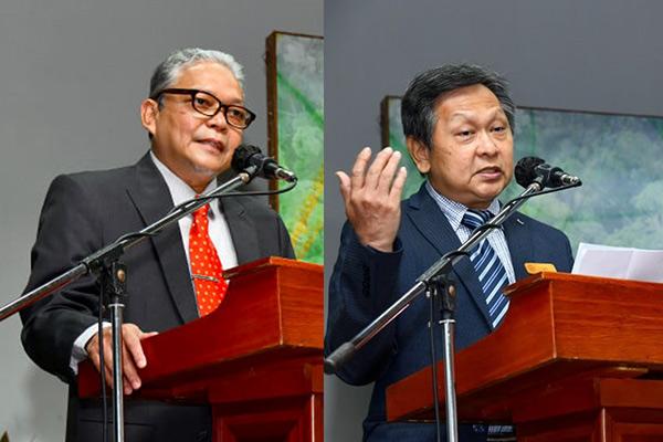 Khali Aziz (kiri) dan Gan menyampaikan ucapan.