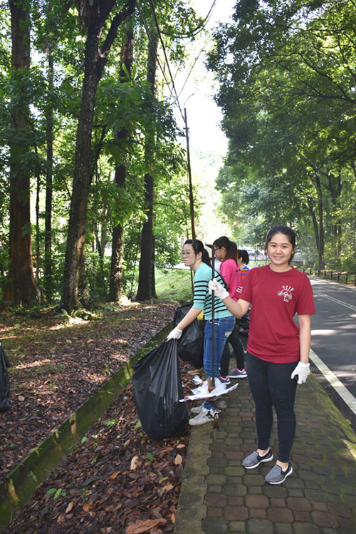 Cleaning the nature trail by Monash University