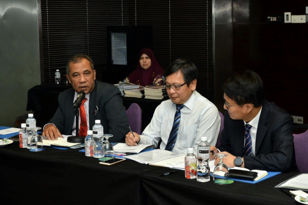 From left: Abd Latif, Gan and Park at the meeting.