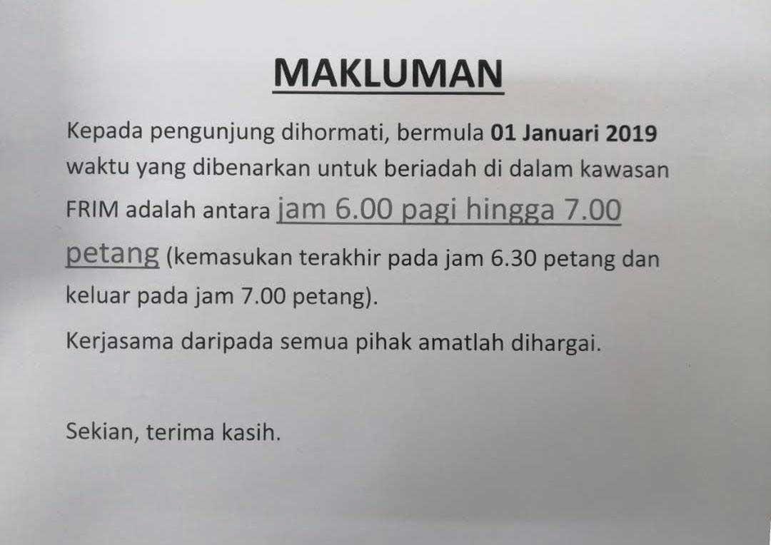 Notis pemberitahuan yang ditampal di kauntar Unit Fasiliti