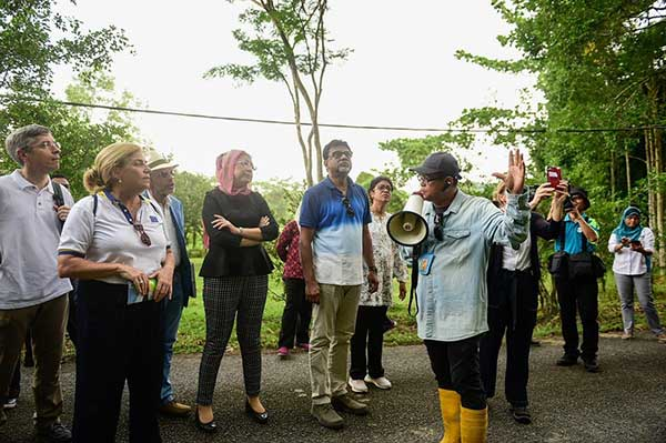 Menteri KATS lawat SPF Bidor bersama Duta Asing